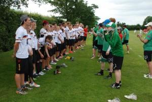 Die deutschen Mixer beim Spirit-Lineup nach dem Spiel gegen Irland.